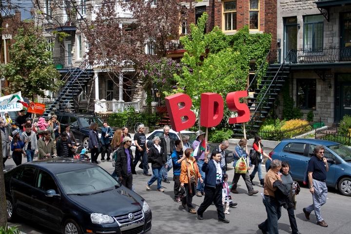 """ב-25 מדינות בארה""""ב יש חקיקה נגד חרם על ישראל. הפגנה בקריאה לחרם על ישראל (flickr/ Stephanie Law CC BY-NC 2.0)"""