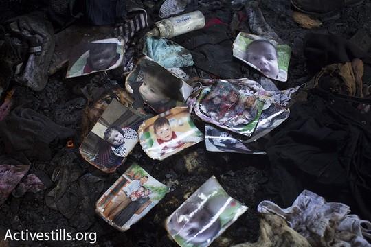 """""""מה שקרה בדומא לא מפתיע"""". תמונות של משפחת דוואבשה בחדר השינה השרוף. צילום: אורן זיו/אקטיבסטילס"""