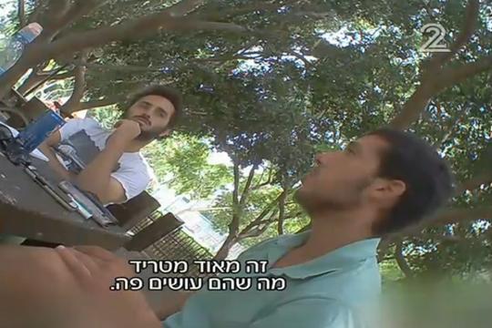 מצלמה נסתרת של עד כאן בשיחה עם שוברים שתיקה (צילום מסך מתוך חדשות 2)