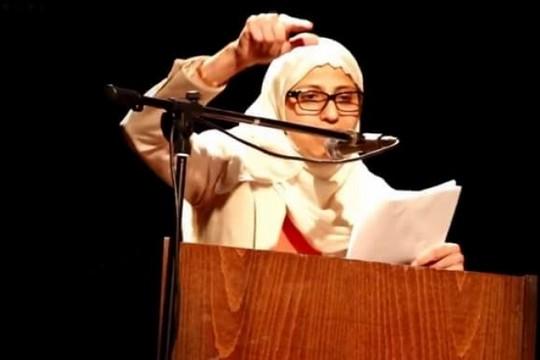 נעצרה בגלל שיר שכתבה וסטטוסים שפרסמה בפייסבוק. המשוררת דארין טאטור