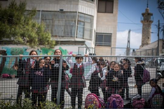ילדים בדרך לבית ספר, שועפט, מזרח ירושלים (הדס פרוש / פלאש90)