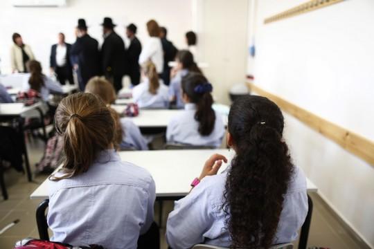 אלו שכן זוכות ללמוד. ילדות בסמינר בירושלים בפתיחת שנת הלימודים. אילוסטרציה. (יונתן סינדל/פלאש90)