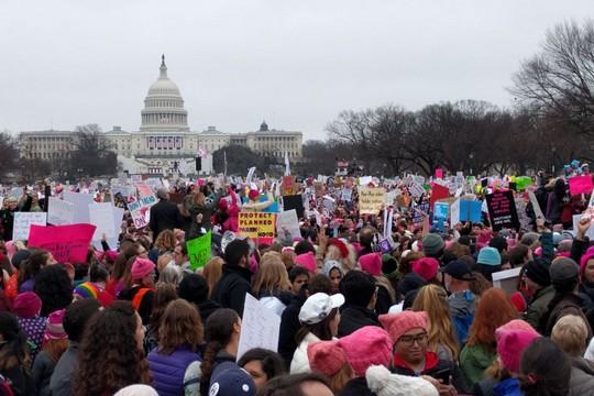 לא. לא הייתי שם. צעדת חצי מליון הנשים בוושינגטון (דניאל נירנברג / Just Vision)