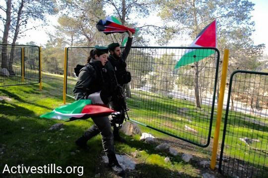 עשרות פעילים פלסטינים הקימו מאחז מחאה ליד מעלה אדומים במחאה עך הכוונה לספח אותה לישראל. כוחות משטרה פינו את המאהל. שישה נעצרו (אקטיבסטילס)
