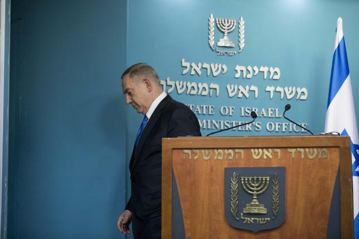 הלגיטימיות שלו נשברה. ראש הממשלה בנימין נתניהו בתום מסיבת עיתונאים. 28 בדצמבר 2016 (יונתן סינדל/פלאש90)
