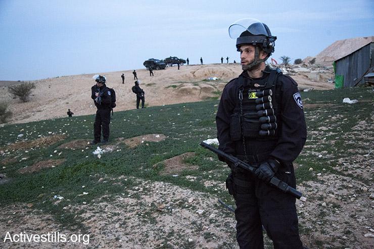 לאחר שהרחיקו את כל האנשים ממרעז הכפר מאות שוטרים פזורים ברחבי הכפר ומסביבו, אין יוצא ואין בא (קרן מנור/אקטיבסטילס)