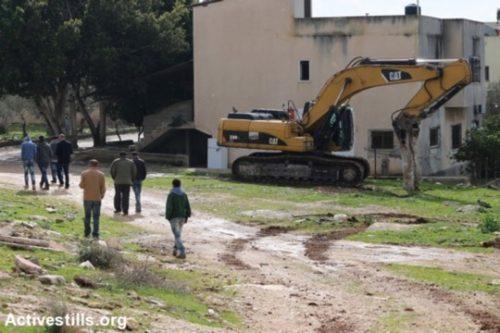 בולדוזר פלסטיני לא פעיל בכפר שופא. מהפלסטינים נמנע לבצע כל עבודות תשתית בכפרם (אחמד אל באז/אקטיבסטילס)