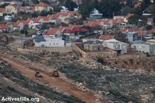 עבודות לבניית גדר סביב ההתנחלות אבני חפץ, 31 בינואר, 2017. (אחמד אל באז/אקטיבסטילס)