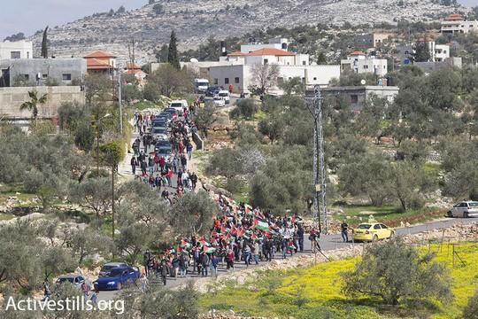 מאות צעדו בבלעין לעבר חומת ההפרדה, לציון 12 שנות מאבק עממי נגד גזל הקרקעות והכיבוש (אורן זיו/אקטיבסטילס)