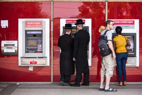 על פי ההערכה, העשירון העליון מחזיק ב-54 אחוז מהנכסים הפיננסיים בישראל (צילום אילוסטרציה: נועם מוסקוביץ'/פלאש90)