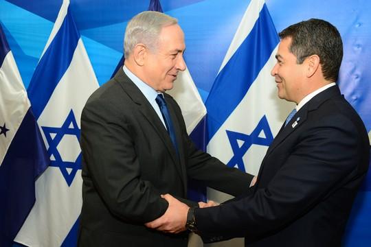 """הייצוא הביטחוני להונדורס כסימפטום ליחסים הפתולוגיים של מדינת ישראל עם אמריקה הלטינית. נתניהו ונשיא הונדורס הרננדז (קובי גדעון/לע""""מ)"""