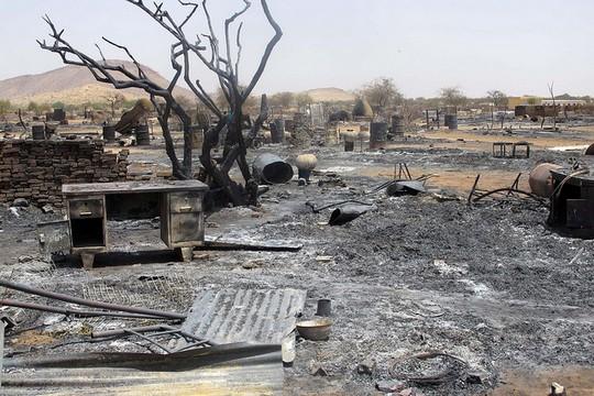 מחנה של עקורים פנימיים בדרום דארפור לאחר שהותקף על ידי מאות חמושים. (צילום: Mubarak Bako)