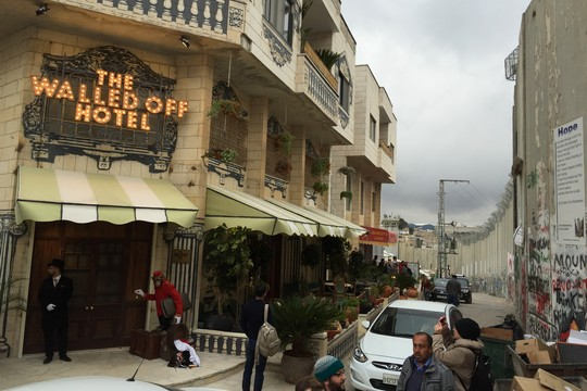 הכניסה למלון וולד אוף (חגי מטר)