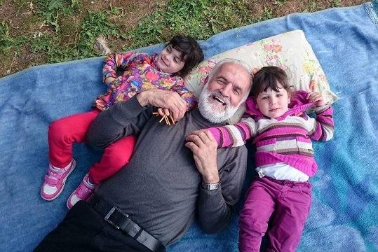 ג'מאל עלא-אלדין אלנתשה עם בנותיו