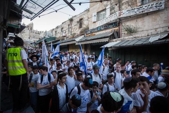 תהליך של הלאמה. ריקוד הדגלים בירושלים, 24 במאי 2017 (צילום: הדס פרוש/פלאש90)