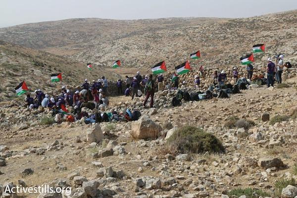 צומוד – מחנה החירות נבנה בכפר סארורה, שתושביו חוזרים אליו אחרי 20 שנה. (צילום: אחמד אל באז/אקטיבסטילס)