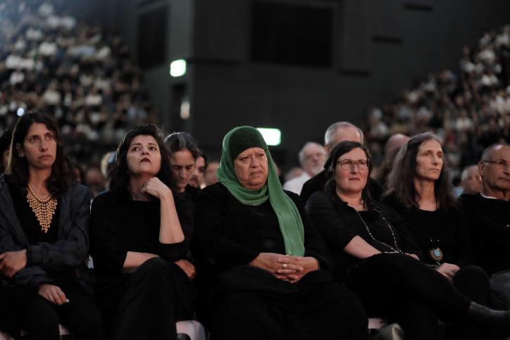 נשים בטקס יום הזיכרון המשותף, 2017, תל אביב (תומר ניוברג / פלאש90)