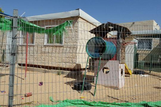 גני קן ציפור הסגורים הבוקר באלעד (צילום: מיכל צ'רנוביצקי)