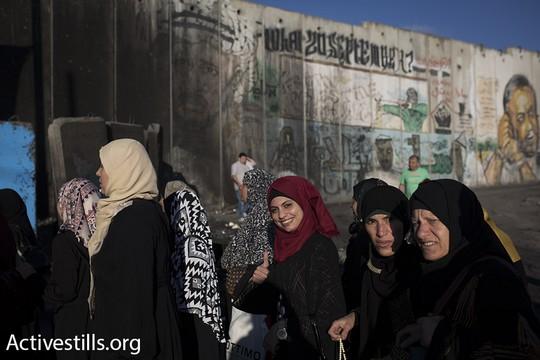 נשים בדרך לירושלים. יום שישי הראשון של חודש רמדאן. 2 ביוני 2017. (אורן זיו/אקטיבסטילס)