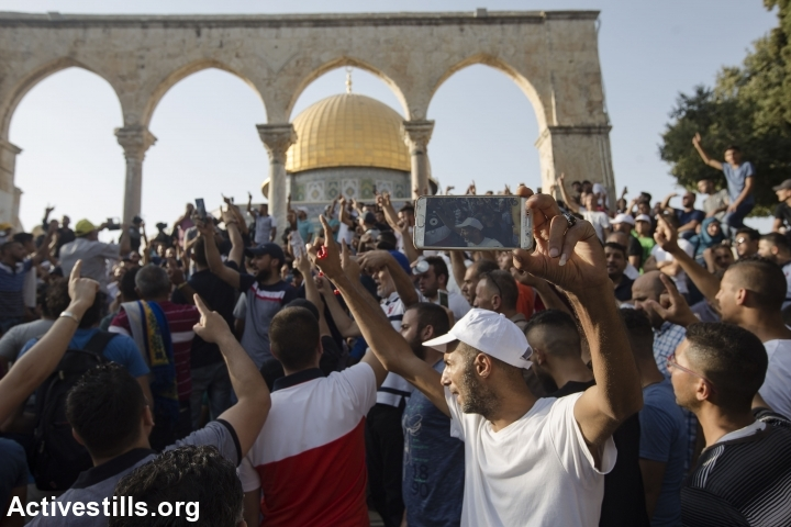 פלסטינים חוגגים את החזרה למסגד אל אקצה, 27.7