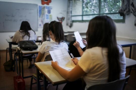 """לבטל את בחינות המיצ""""ב. תלמידים בעת בחינה בבית הספר (צילום אילוסטרציה: הדס פרוש, פלאש90)"""