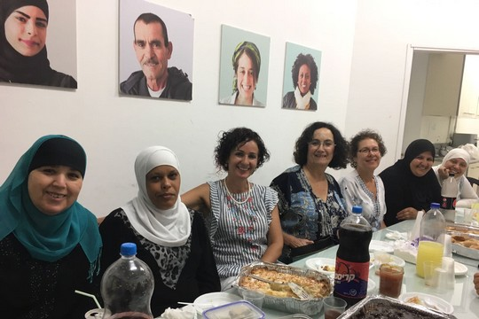 נשים יהודיות מתארחות אצל מוסלמיות ברמדאן, לוד (סמאח סלאימה)