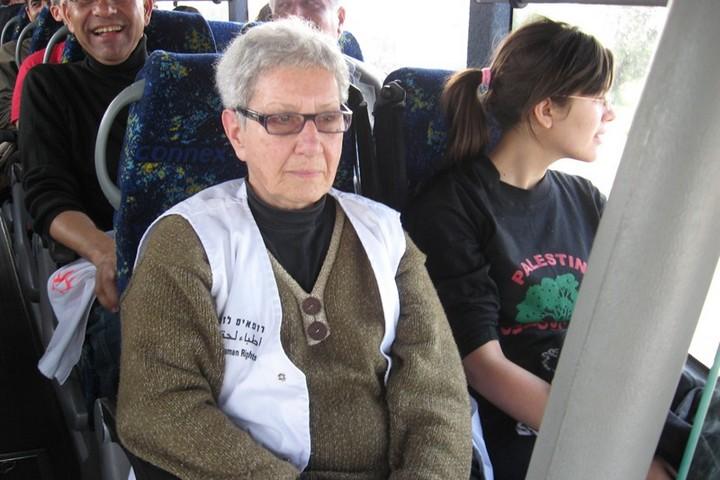 """ד""""ר מרטון ומתנדבים בדרך לפעילות של רופאים לזכויות אדם (הצילום באדיבות רל""""א)"""