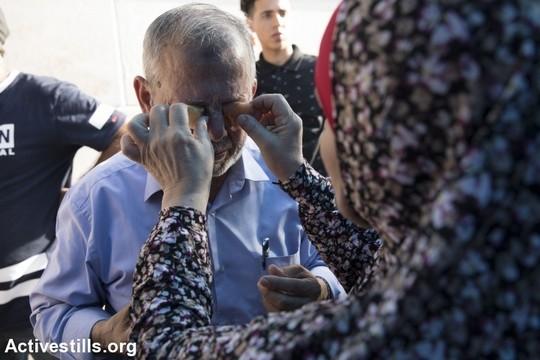 מפגין שמתנחלים ריססו גז מדמיע בעיניו. שייח ג'ראח, 8 בספטמבר 2017 (אורן זיו/אקטיבסטילס)