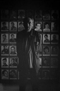 אבא מסתכל אליי, טקס אזכרה לחיילי סיירת שקד, 2017. (שירז גרינבאום)