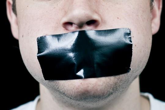 לשבור את קשר השתיקה של המקרבנים (ג'וש ג'נסן. פליקר CC BY-ND 2.0)