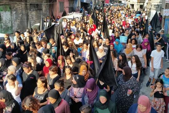 מאות מפגינות ומפגינים נגד פשע ואלימות נגד נשים במג'ד אל-כרום (צילום: הרשימה המשותפת)