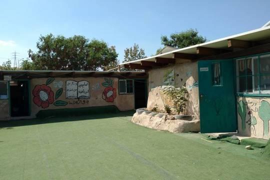 חצר בית הספר בחאן אל-אחמר (צילום: אורלי נוי)