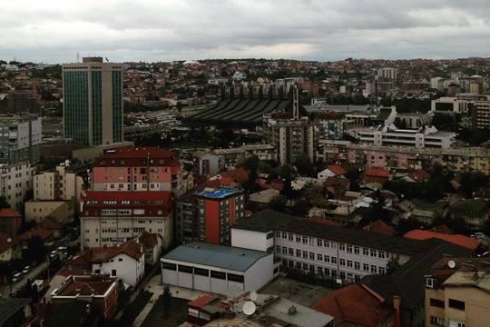 פרישטינה בירת קוסובו, מבט ממגדל הקתדרלה של העיר (צילום: יאסר אבו ערישה)