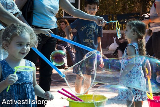 פעילות לילדים בפסטיבל סולידריות עם התיאטרון הערבי-עברי ביפו (קרן מנור/אקטיבסטילס)