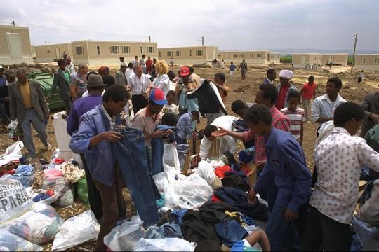 """עולים יוצאי אתיופיה באתר קראוונים בכפר תבור (צילום: דורון הורוביץ/לע""""מ)"""