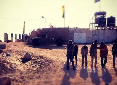 מבקשי מקלט חוצים את הגבול ממצרים לישראל (צילום: אסך הלל, ויקימדיה CC BY-SA 3.0)