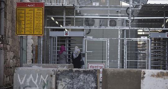 המחסום המפריד בין אזור h1 בחברון לרחוב השוהדא אשר נמצא באזור h2. (אורן זיו / אקטיבסטילס)