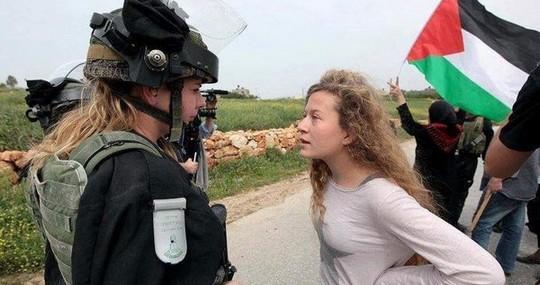 עהד תמימי מול שוטרת בנבי סאלח (צילום: חיים שוורצנברג)