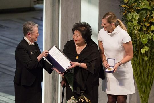 טקס נשי. הענקת פרס נובל לקמפיין הבינלאומי לפירוז מנשק גרעיני. (צילום: Jo Straube/ICAN)