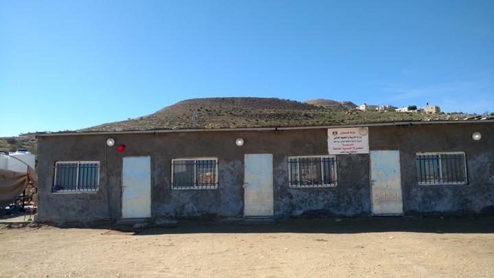 בית הספר בבית תעמר מורכב מחמישה חדרוני בטון קטנים שבנו אנשי הכפר בראש גבעה. עכשיו גם אותו ישראל רוצה להרוס (צילום: אורלי נוי)