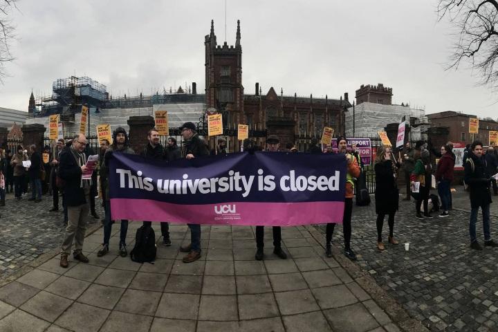 """""""אוניברסיטה זו סגורה"""". המחאה בבריטניה"""