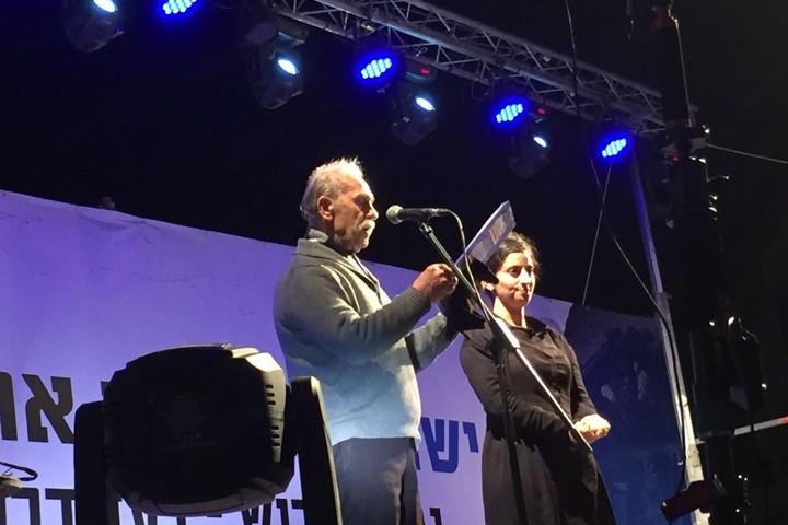 ראובן אברג'יל בהפגנה נגד הגירוש ובעד דרום תל אביב. כיכר רבין 24 במרץ 2018 (חגי מטר)