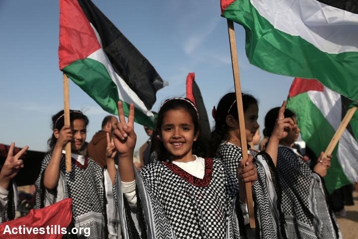 ילדות פלסטיניות מעזה בצעדת השיבה הגדולה, אפריל 2018 (מוחמד זענון/ אקטיבסטילס)