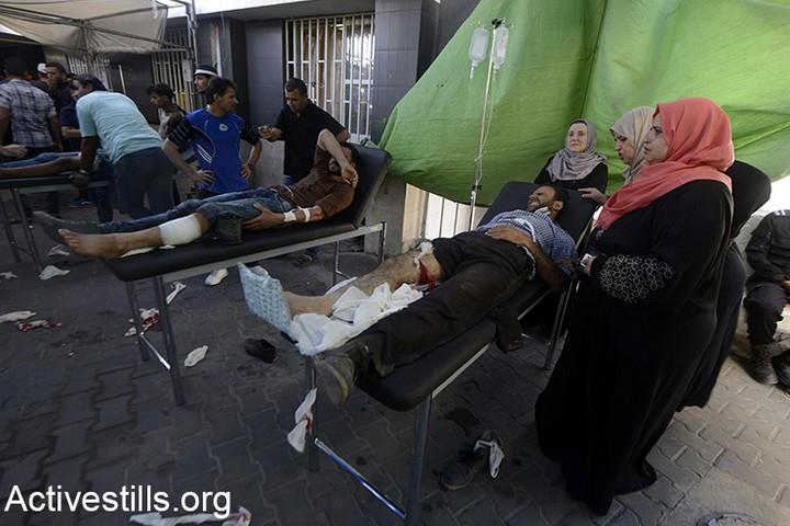 פצועים מקבלים טיפול בבית החולים שיפא בעזה. 52 נהרגו ומעל ל-2,400 נפצעו במהלך ההפגנה השישית בסדרת צעדות השיבה. 14 במאי 2018 (מוחמד זאנון / אקטיבסטילס)