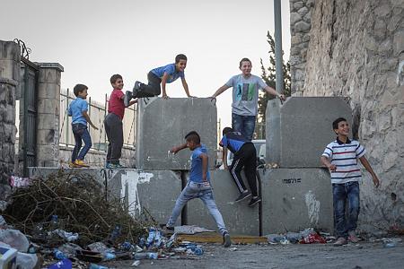 ילדים משחקים במזרח ירושלים. בגיל הזה הם צריכים ללמוד, לא לעבוד (צילום: הדס פרוש/פלאש90)