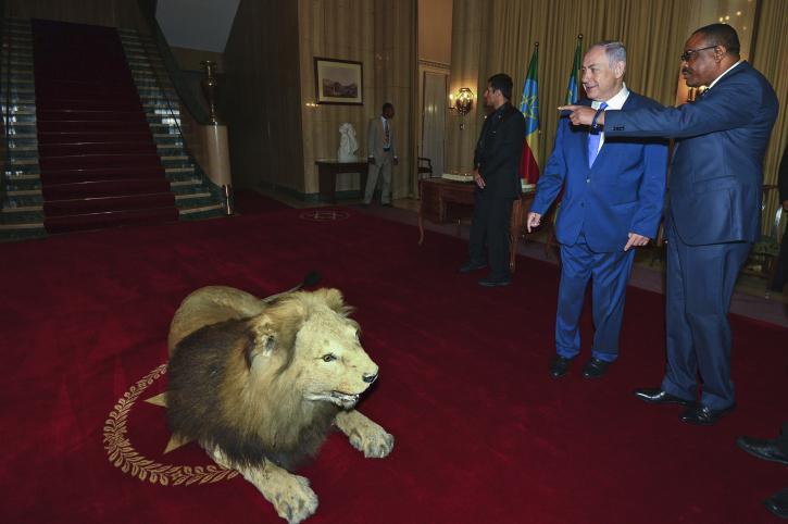 """נתניהו עם ראש הממשלה הקודם מסלן בביקור באדיס אבבה. לישראל אינטרסים גם באתיופיה וגם באריתריאה (צילום: קובי גדעון/ לע""""ם)"""