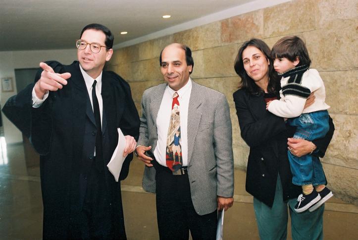 עדל קעדאן ואשתו אימן בבית המשפט העליון. חוק הלאום יבטל למעשה את משמעות הפסיקה לטובתו (צילום: פלאש90)
