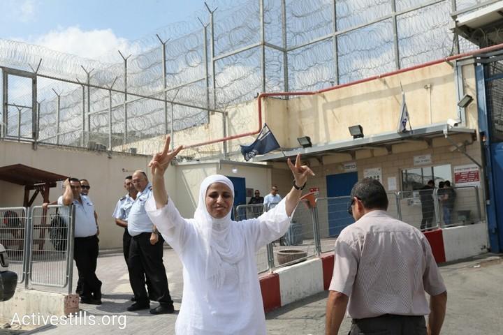 """דארין טאטור לפני כניסתה לבית המעצר. """"אצא מהכלא עם שירים חדשים"""". (צילום: אורן זיו/אקטיבסטילס)"""