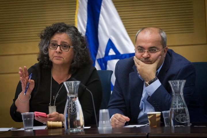 אחמד טיבי ועאידה תומא-סלימאן בדיון בכנסת. ההאשמות נגדם הן צבועות (צילום: מרים אלסטר / פלאש 90)