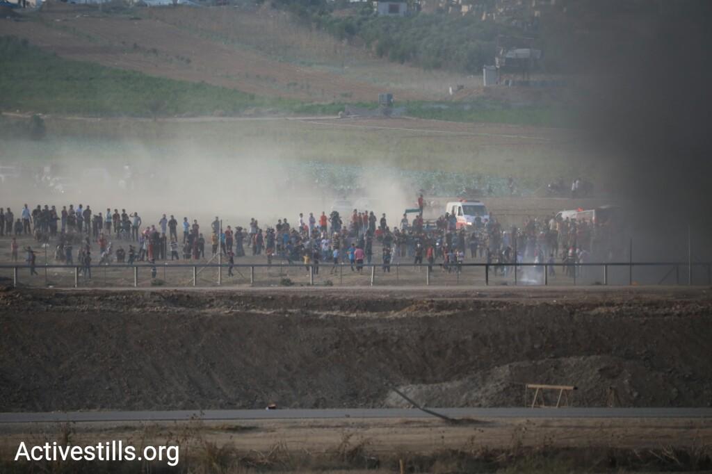 מפגינים מהצד העזתי של הגדר. קרוב לעשרים אלף מפגינים השתתפו היום בהפגנות השבועיות בכמה מוקדים לאורך הגדר בעזה. משרד הבריאות הפלסטיני מדווח כי לפחות שני מפגינים נהרגו, בהם ילד בן 12. 5 באוקטובר 2018 (אורן זיו / אקטיבסטילס)